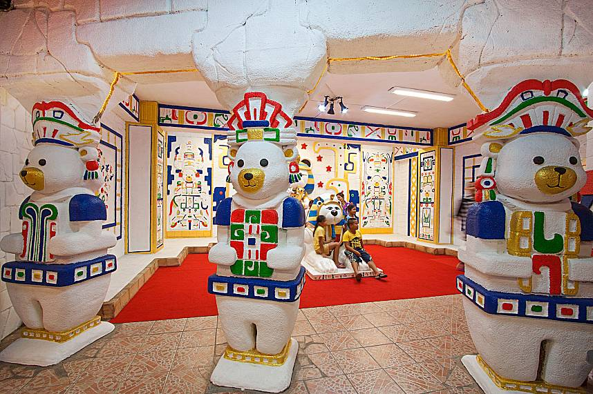 Make a time journey with your kids at Pattaya Teddy Bear Museum