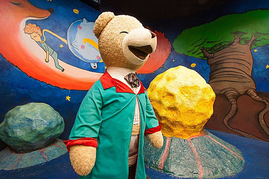 Professor Teddy explains the mysterious universe at Teddy Bear Museum Pattaya
