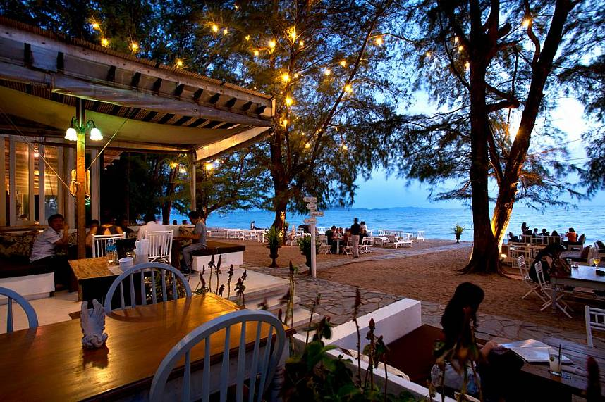 Spend during your Pattaya holiday a beautiful evening at the seaside Glass House Restaurant