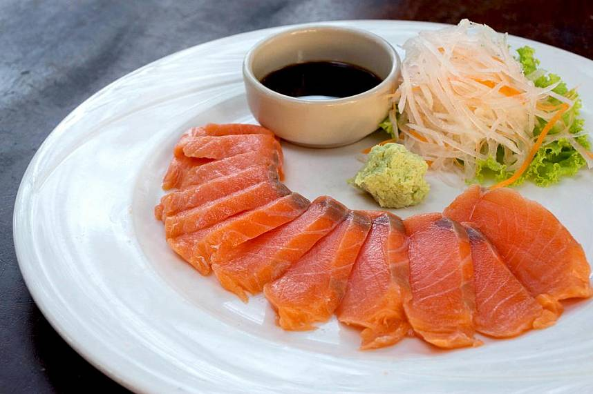 Raw fish is one of the specialties at Pattaya Glass House Restaurant