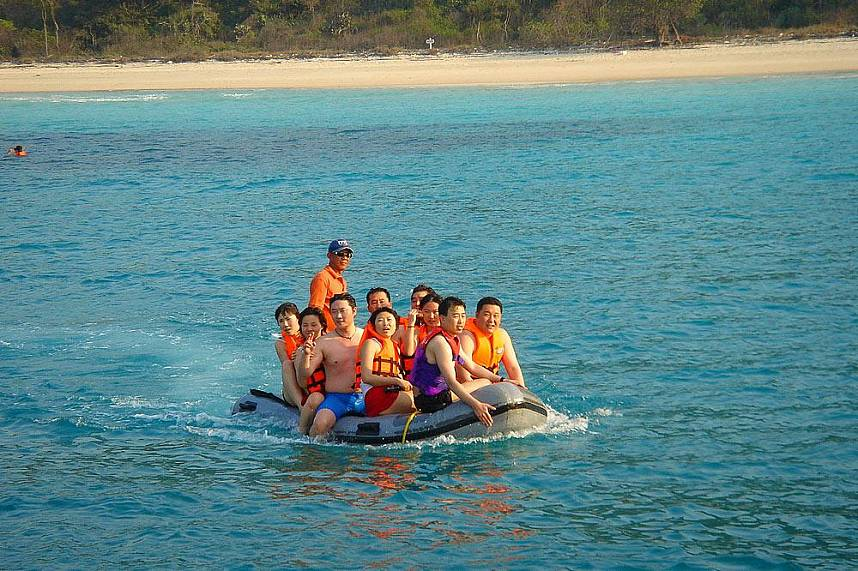 A group of happy tourists on their way back to Pattaya Serenity Catamaran