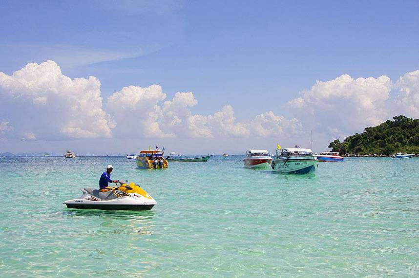 Enjoy some water activities during a stop at Pattaya 3 island tour