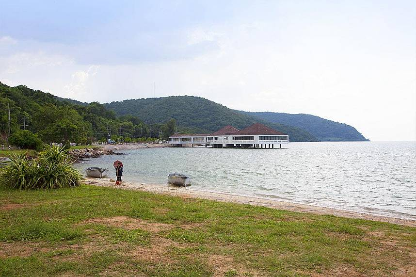 Toei Ngam Beach is a small beach in Sattahip