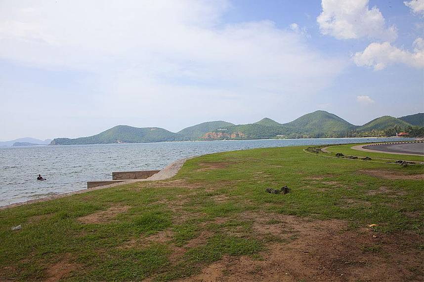 The Toei Ngam Beach is very quiet and in the south of Pattaya