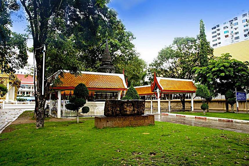 During your Pattaya holiday you can rest at the quiet temple grounds of Wat Chai Mongkol