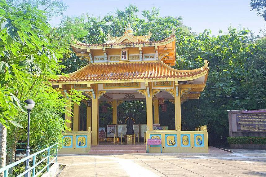 During your Pattaya holiday you should not miss a visit at Wang Sam Sien with the beautiful Chinese shrine