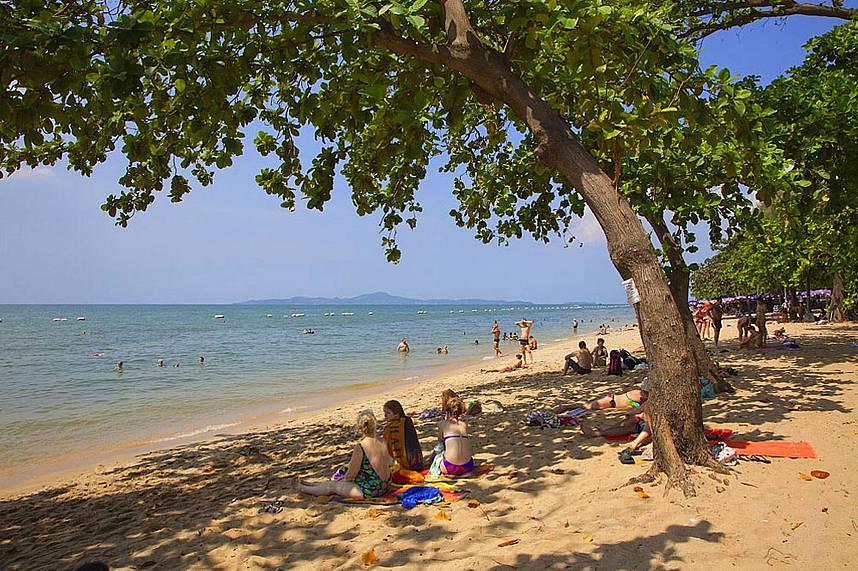 Dong Tan Beach Pattaya is quiet and the trees give some shade