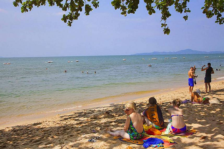 Spend during your Thailand holiday a quiet day at Dong Tan Beach Pattaya