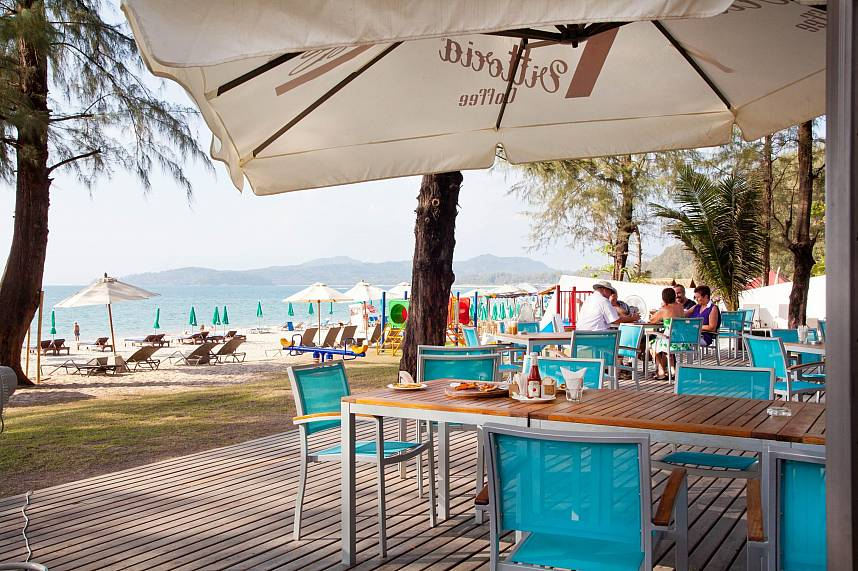 Spend during your Phuket holiday a few hour at the Bliss Beach Club on Bang Tao Beach