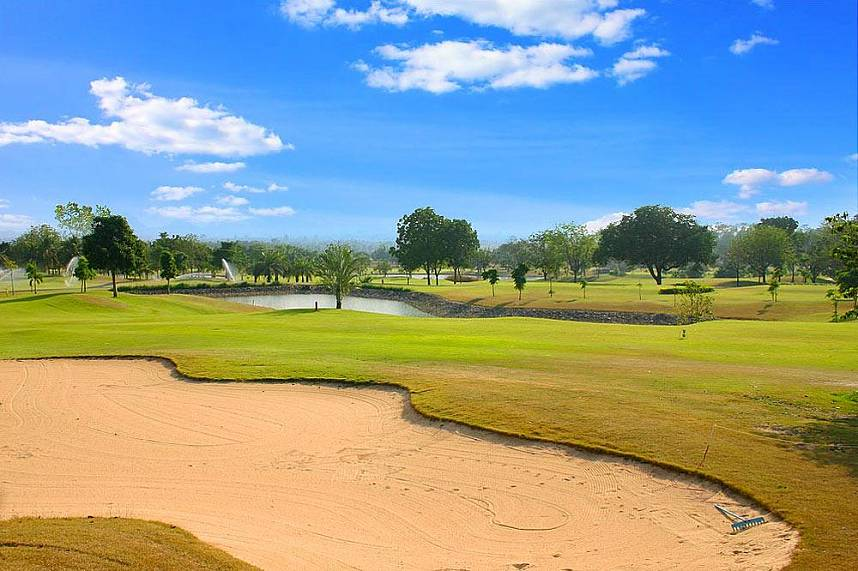Huge sand bunkers and an idyllic setting awaits your during Executive Golf Tours in Pattaya