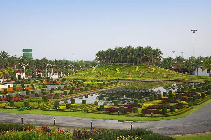 visit during your Chiang Mai visit the famous Royal Flora Ratchapruek Botanical Gardens
