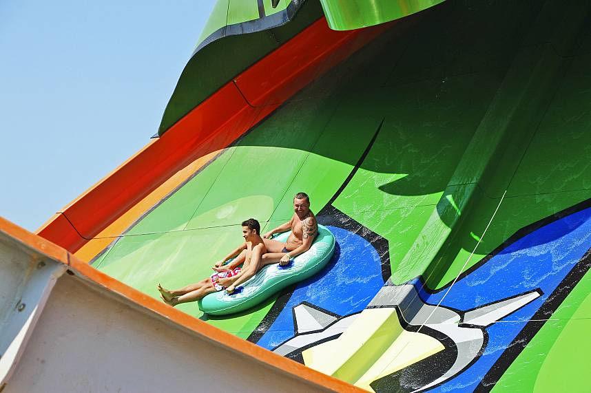 Join the fun at the incredible water slides of Pattaya Water Park Cartoon Network Amazone
