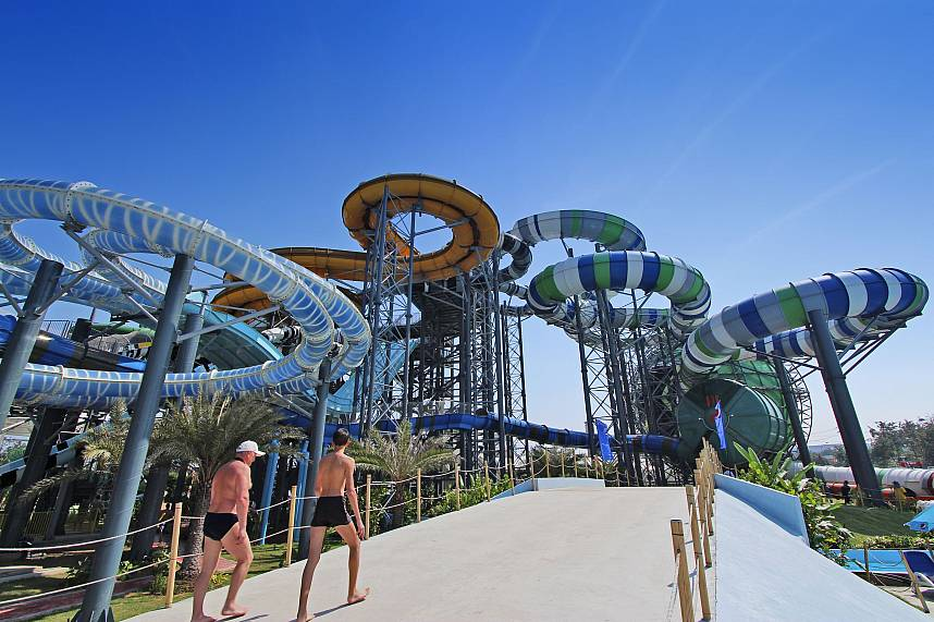 2 brave visitors go for the huge water slides at Water Park Cartoon Network Amazone Pattaya
