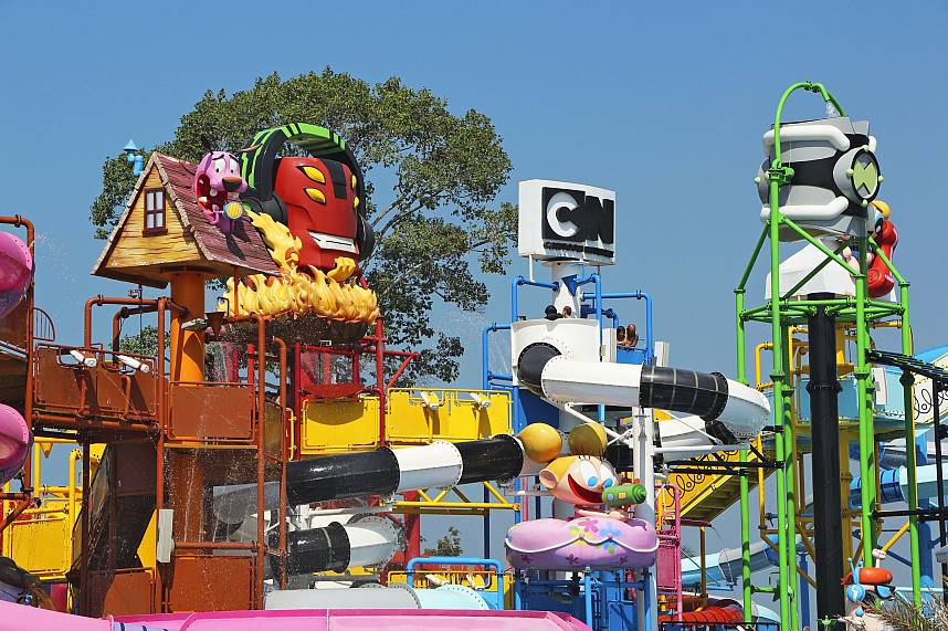 Kids will love the smaller water slides at Water Park Cartoon Network Amazone Pattaya