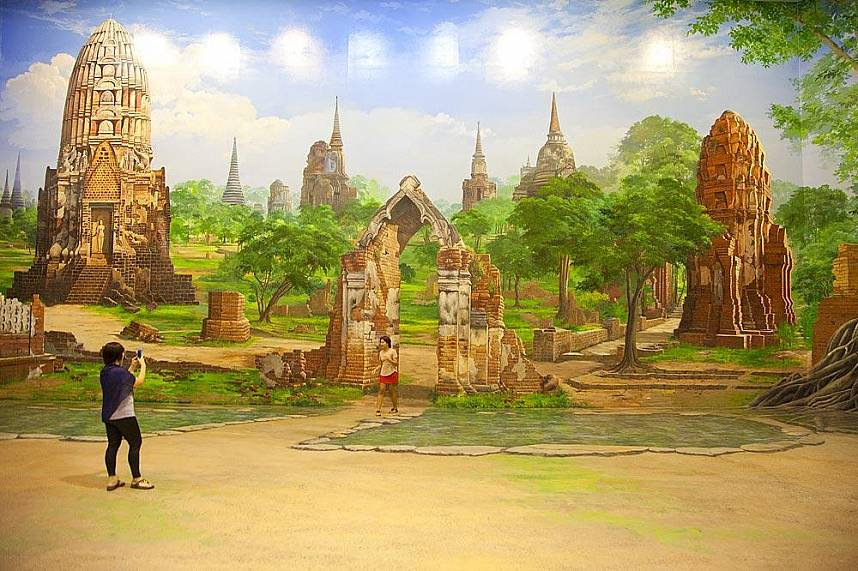 cultural painting at Pattaya Art in Paradise Exhibition