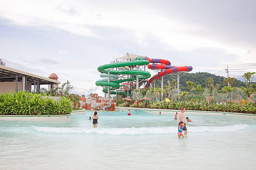Waves as in the sea awaiting you at Pattaya RamaYana Water Park