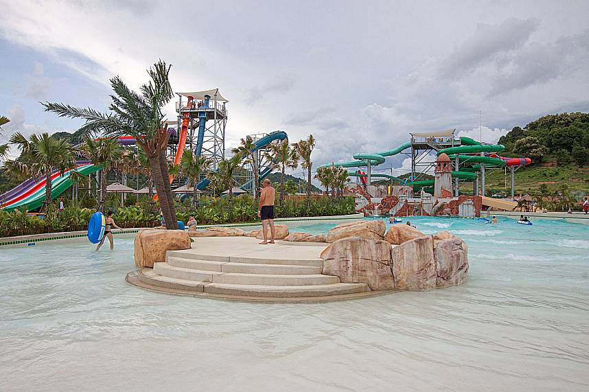 A father takes a great holiday photo from Pattaya RamaYana Water Park