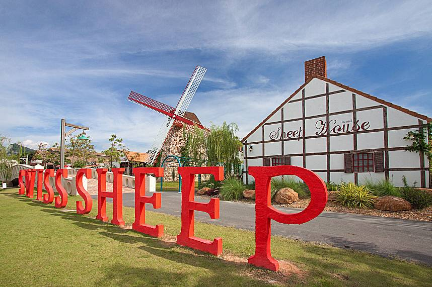 Welcome at Swiss Sheep Farm in Pattaya during a beach holiday in Thailand