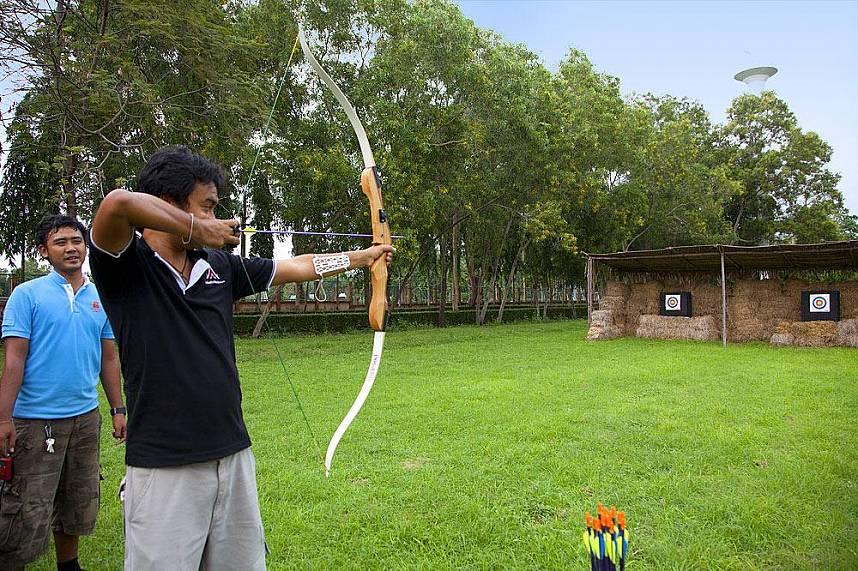 Play with bow and arrow at Horseshoe Point Pattaya