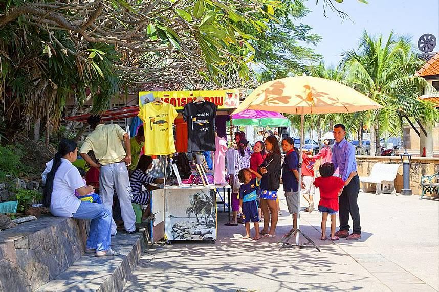 Get your family a souvenir from Koh Loy Tropical Island near Pattaya