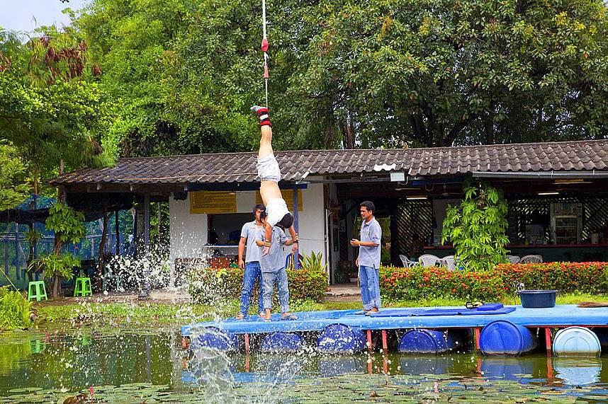 Helping hands at Pattaya Bungy Jump