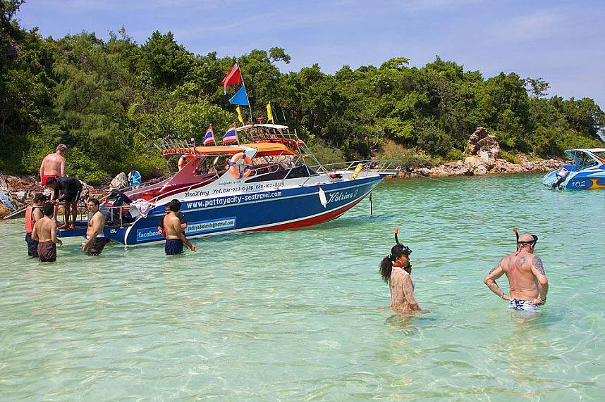 Perfect clear water for snorkeling at Koh Larn Gulf of Siam Pattaya