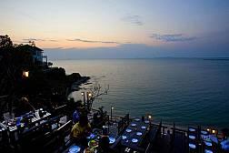 Роскошный ресторан высокой Тайской кухни на скале над морем Rimpa Lapin в Паттайе