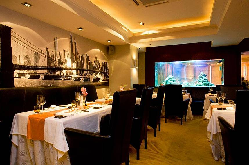 Exclusive setting at Manhattans Restaurant in Pattaya