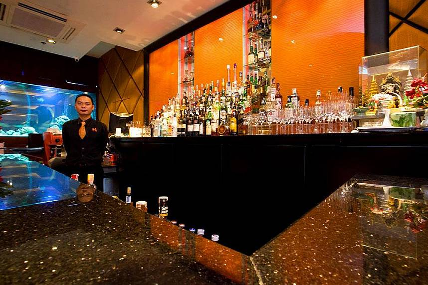 The bartender at Manhattans Restaurant in Pattaya awaits your oder