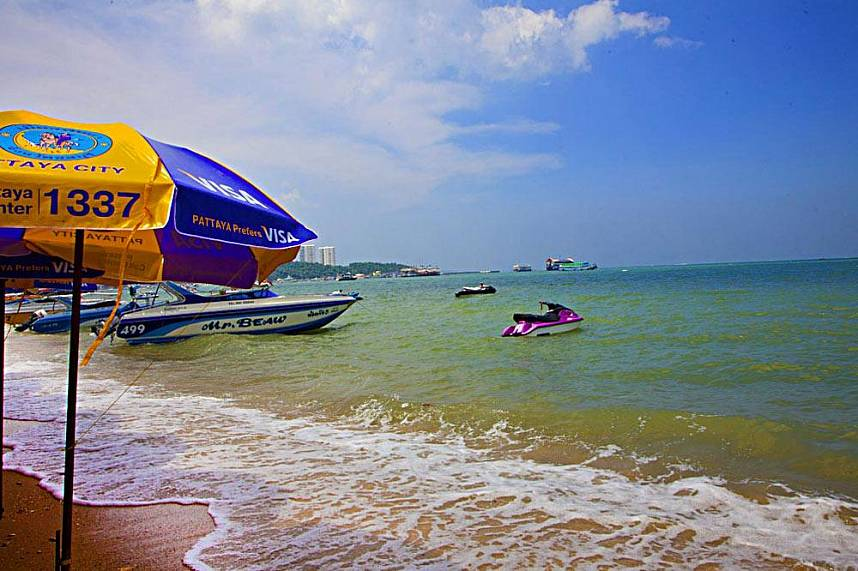 Take a cruise with one of the speed boats at Pattaya Beach and Beach Road
