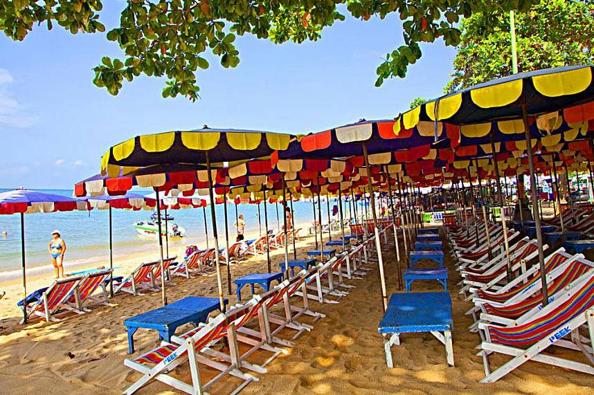 Plenty of shade for a peaceful family holiday at Jomtien Beach Pattaya