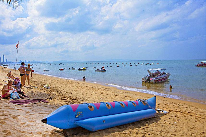 The banana boats at Jomtien Beach Pattaya are waiting for you