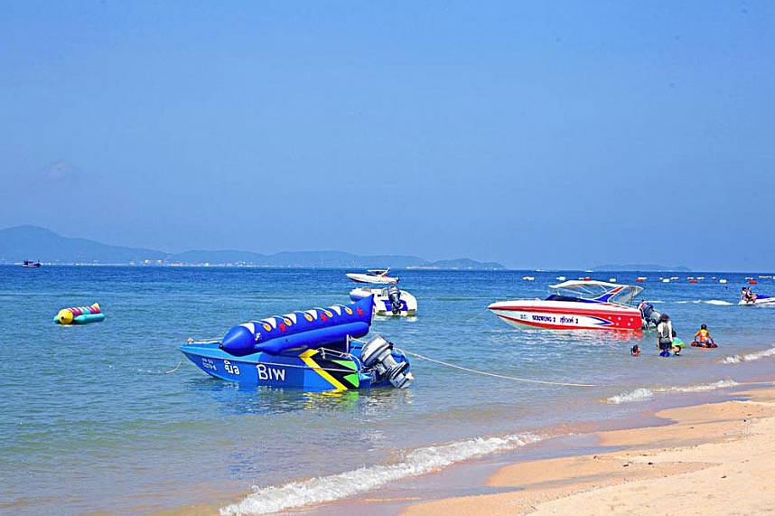 Jomtien Beach Pattaya with banana boats