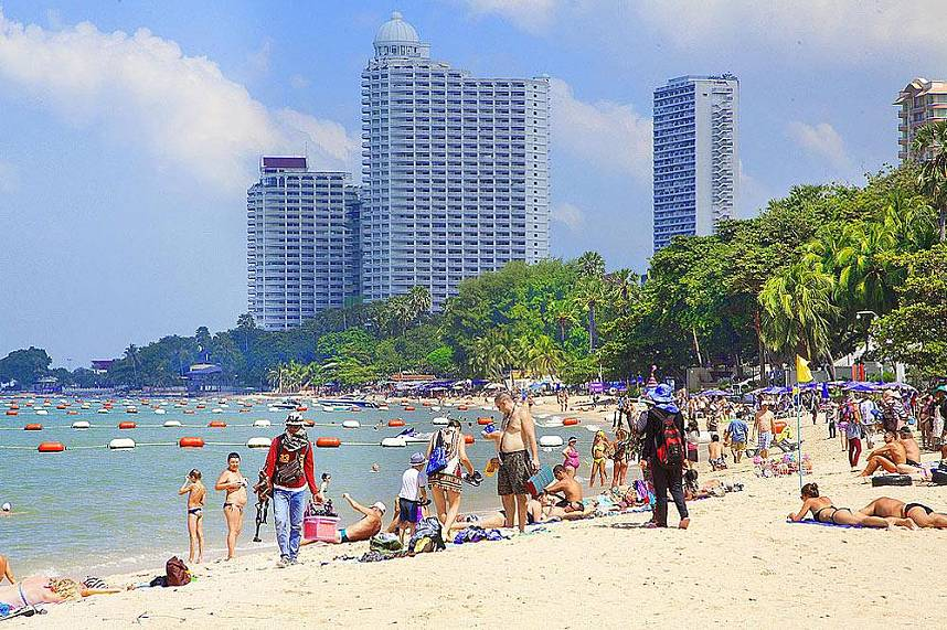 Wongamat Beach Naklua Pattaya - great place for a family day at the beach