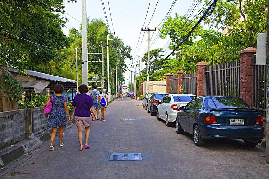 a quiet alley leads to Wongamat Beach Naklua Pattaya