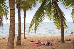 Пляж Банг Сарэй в южном пригороде Паттайи