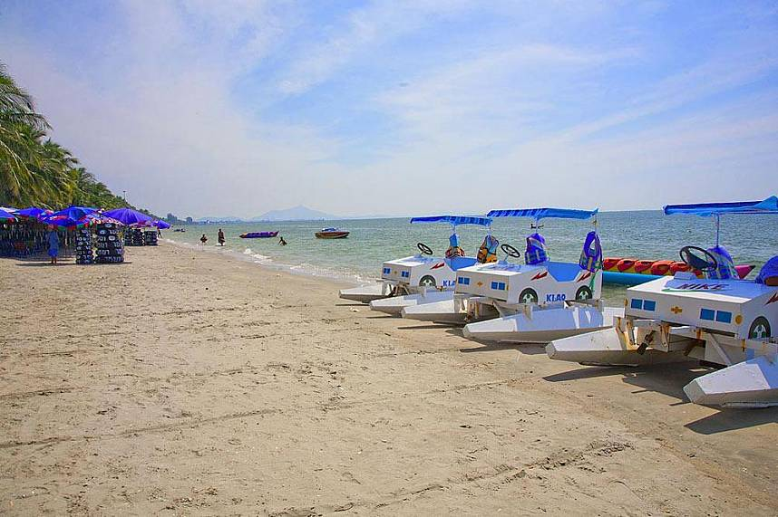 Bangsaen Beach near Sriracha is a fantastic place for a family holiday excursion