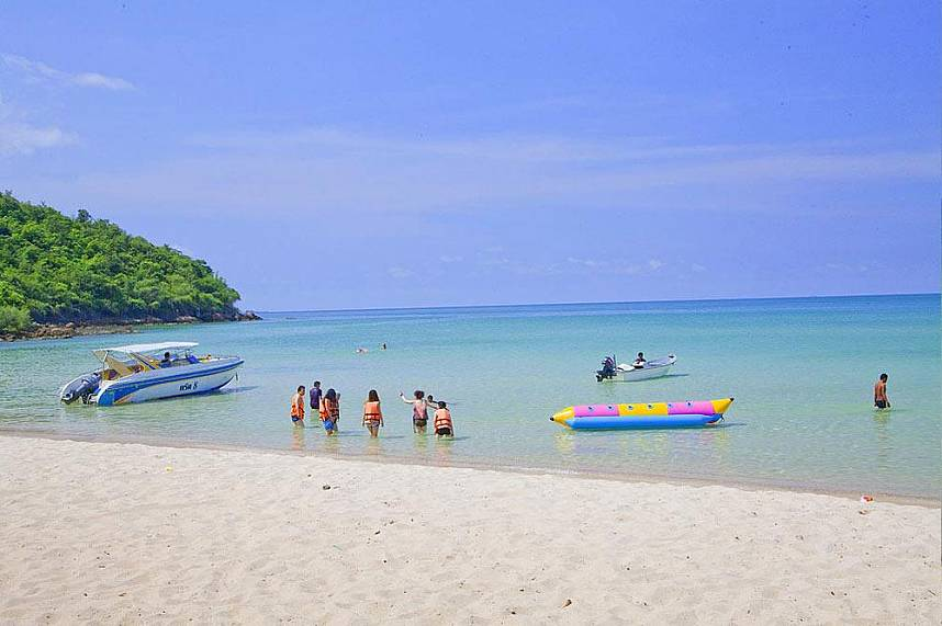 One banana boat at Sai Kaew Beach Sattahip Pattaya
