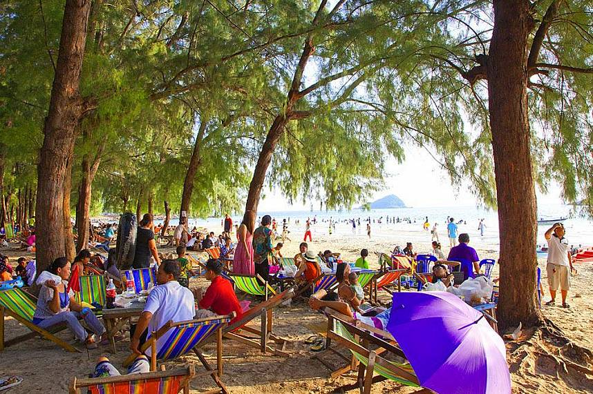 Nang Rum Beach Sattahip is is popular by Thais and foreigners