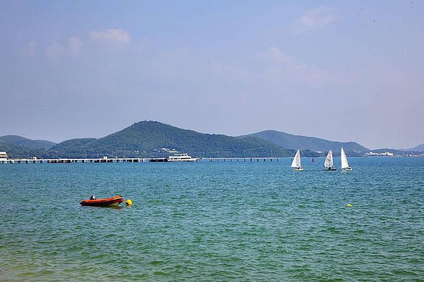 Tranquil Dongtan Beach Sattahip for a family day trip