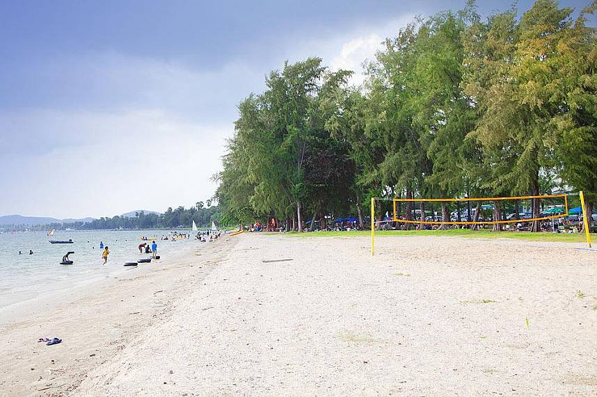 While sand and clear water await tourists at Dongtan Beach Sattahip