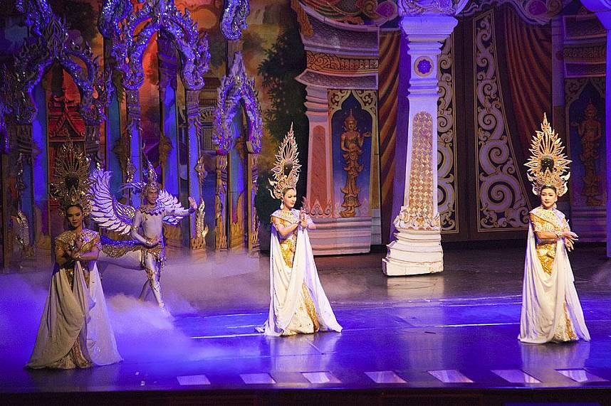 Pattaya tourists should not miss the famous Cabaret Show at Tiffanys in Pattaya