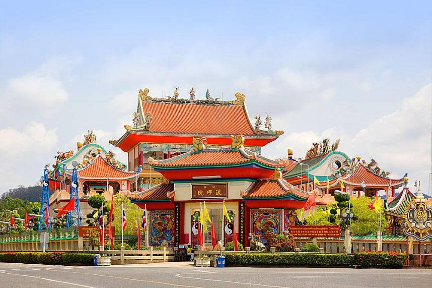 Viharnra Sien Chinese Temple Pattaya is a famous tourist attraction