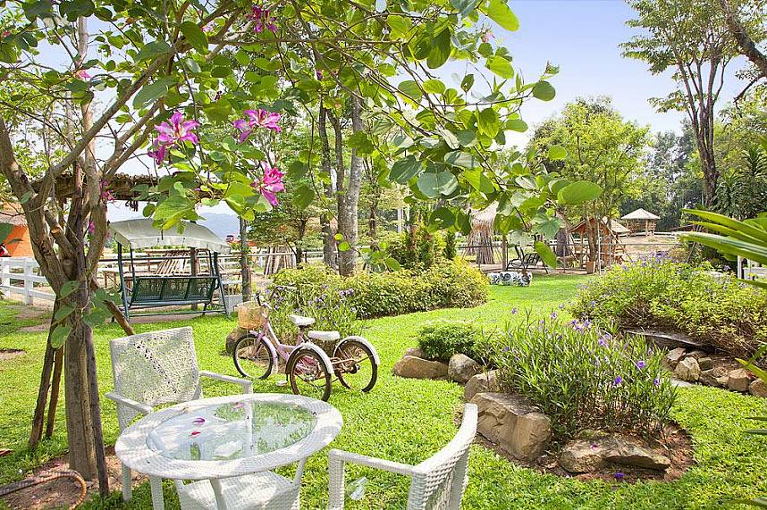 Beautiful landscaped gardens at Wonder Farm South Pattaya