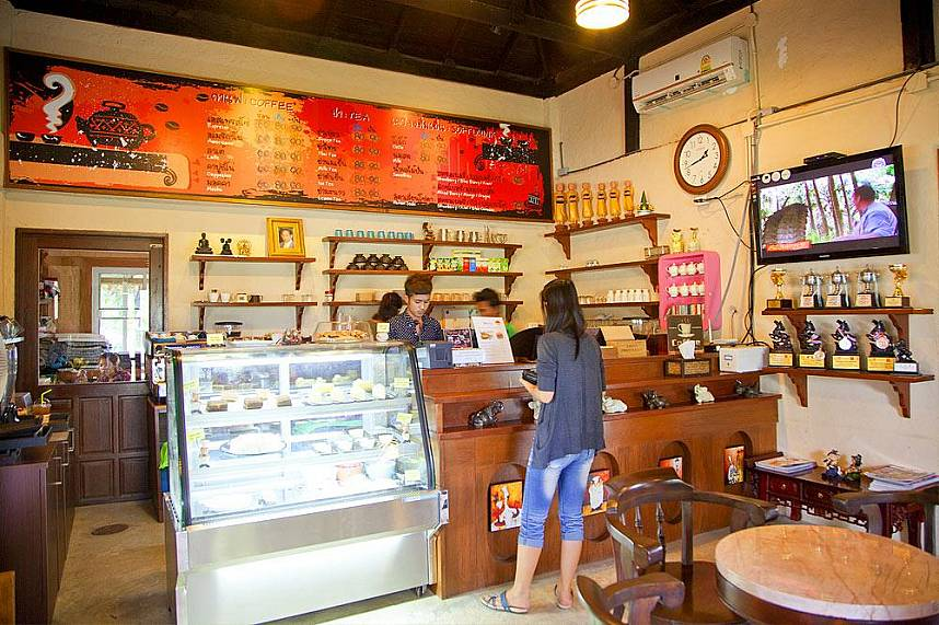 Fresh coffee and tasty cakes at Wonder Farm South Pattaya
