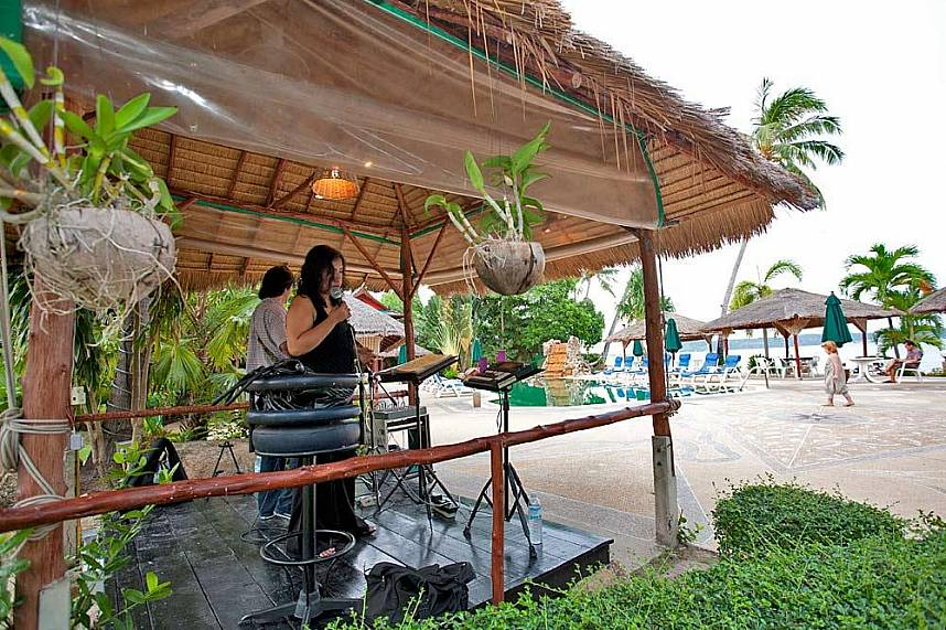Relax at the beautiful beach and enjoy he entertainment at Friendship Beach Restaurant Phuket