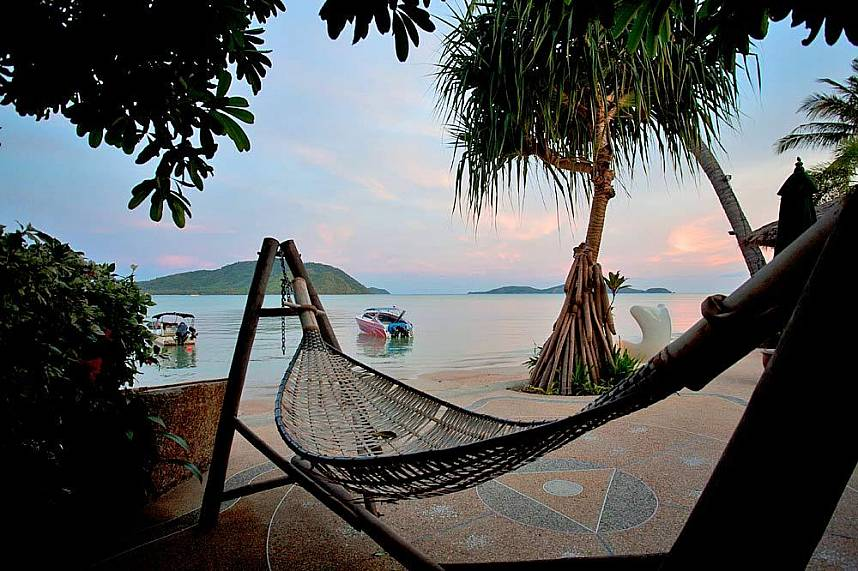 Friendship Beach Restaurant Phuket is a idyllic place for your beach holiday