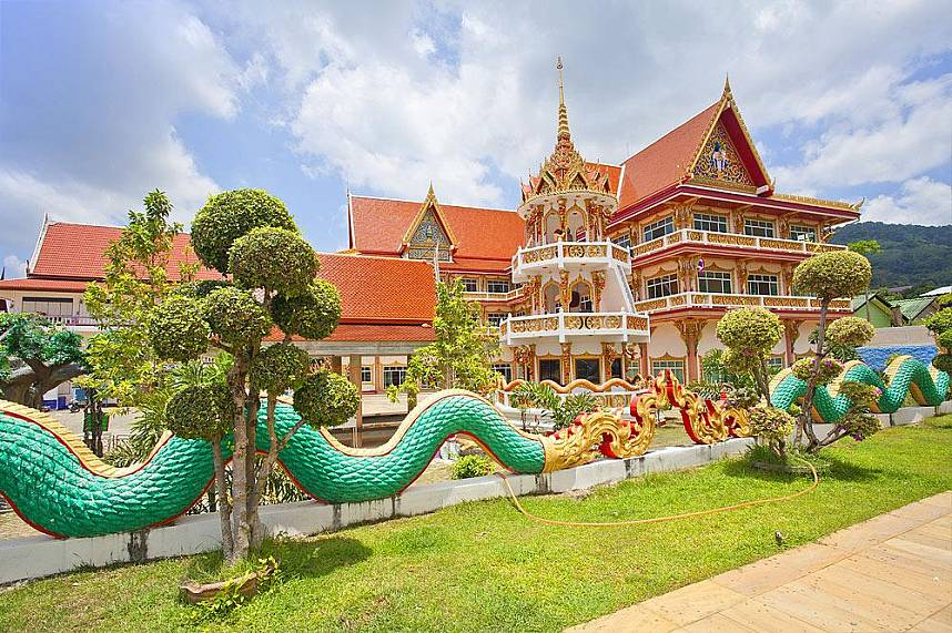 Visit during your Phukt holiday one of the many beautiful Thai temples