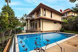 2 Etagen Ferienhaus mit Privatpool und viel Grünfläche