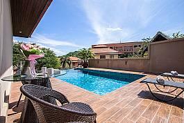 Villa mit großer Terrasse und privatem Pool